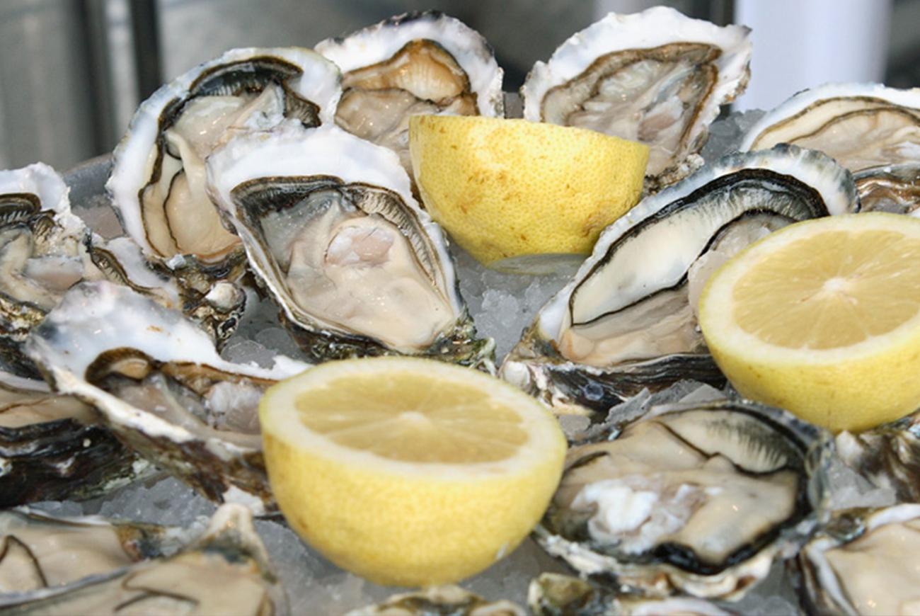 Plateau de coquillages et fruits de mer à Marseille. Vente à emporter et dégustation sur place